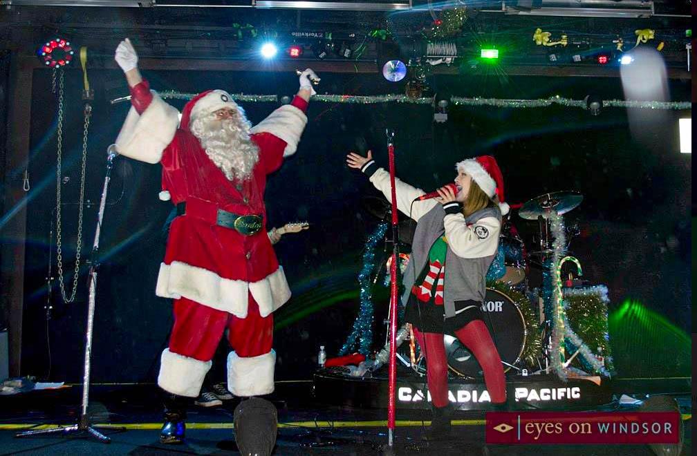 santa claus mike elford cp holiday train